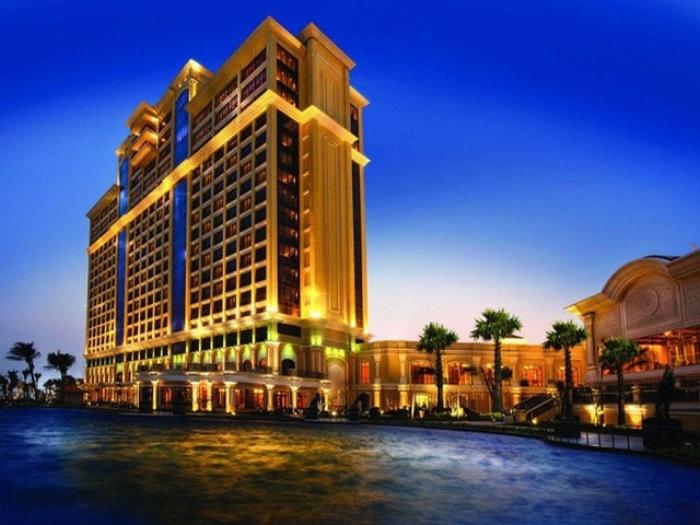 Casino này thuộc khu du lịch The Grand Hồ Tràm Strip có nhà đầu tư là Asian Coast Development Ltd