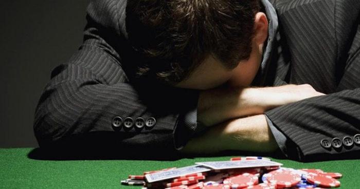 Khi vận đen đeo bám bạn sẽ thua cờ bạc liên tục, càng chơi càng thua, càng đặt càng thảm hại