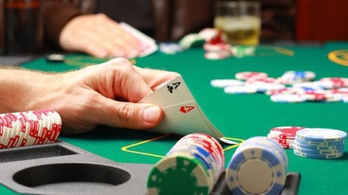Chở người đi đánh bài có bị phạt không?