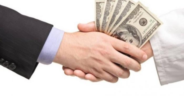 Chồng vay tiền cờ bạc vợ có phải trả hay không?