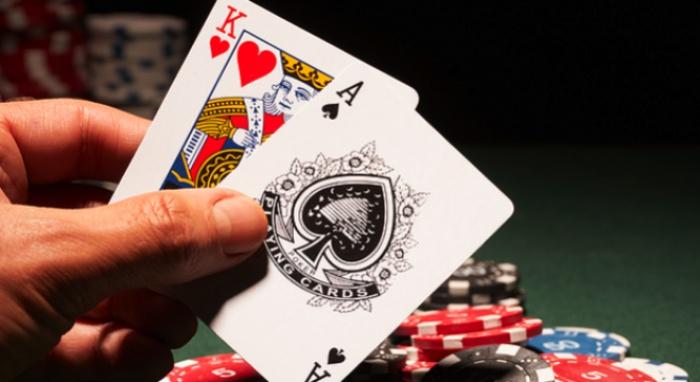 Nghiện đánh bài là một trong những yếu tố khiến cuộc sống của con người bị phá hủy nhanh chóng