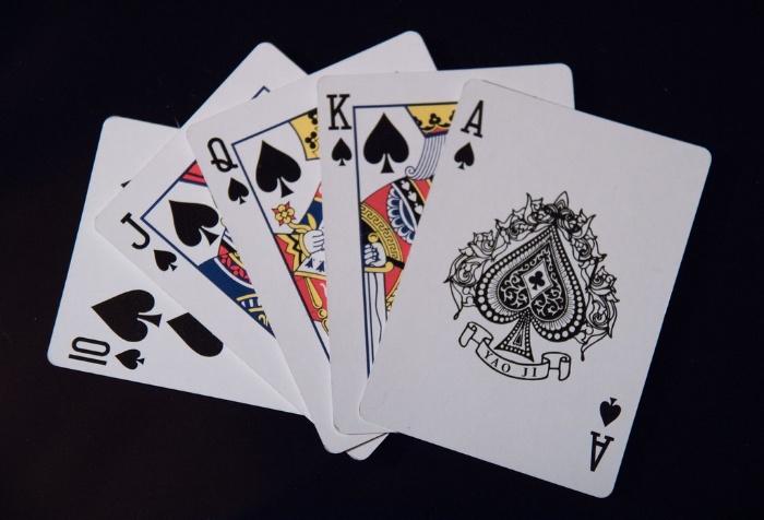 Một số tác hại của việc người vợ nghiện đánh bài